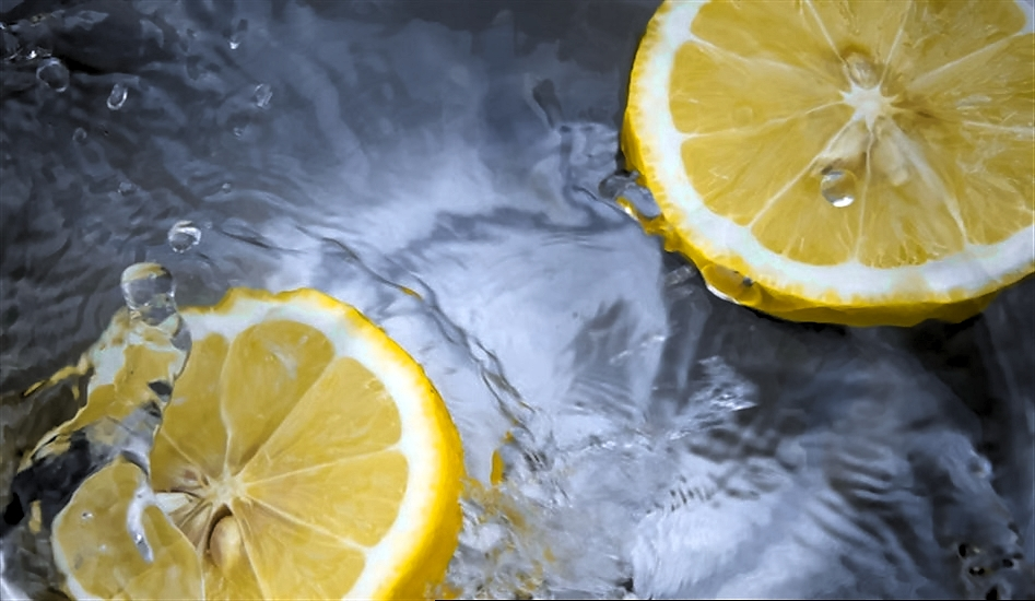 lemon is not acidic food